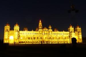 Palais-du-Maharaja-de-Mysore-de-nuit