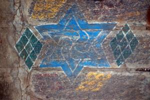 Swastika-au-seuil-de-porte