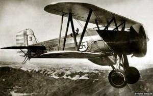Swastika-sur-avion-USAF-vers-1930