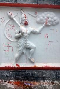 Swastikas-sur-Bas-relief-représentant-Hanuman